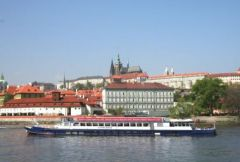 One-hour panoramic boat trip cruise for 1 adult in Prague
